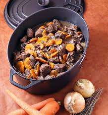 cuisine à la cocotte boeuf bourguignon aux carottes en cocotte les meilleures recettes