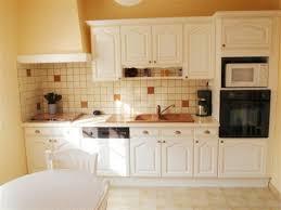 peindre une cuisine rustique peindre meuble cuisine rustique rayonnage cantilever