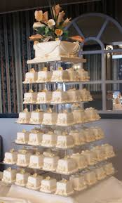 100 square mini wedding cakes with top cake for cutting cream and