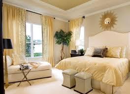 wohnideen schlafzimmer abgeschrgtes gardinen blickdicht wohnideen schlafzimmer gelbe vorhänge zebra
