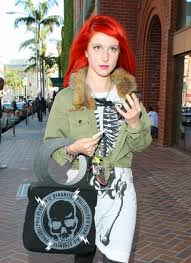 how are female celebrities dealing with thinning asg ing hair hayley williams leaves a medical center in beverly hills on march