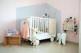 oignon dans la chambre oignon chambre bebe la forme cabane peinte en gris clair apporte