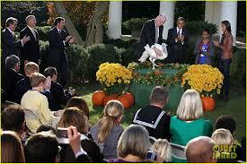 obama pardons thanksgiving turkey president obama u0026 kids pardon thanksgiving turkeys photo 2762114