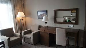 chambre d hotel moderne bureau dans la chambre d hôtel mhgroup photo n 19 domozoom