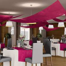 tenture plafond mariage de salle triangle fuchsia