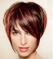 coupe de cheveux tendance coupe de cheveux asymétrique inspirée de la coupe au bol