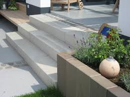 stufen treppe treppe stufen betonstufen beeteinfassung vorgarten garten