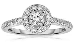 white gold diamond ring which is the right diamond color for white gold rings