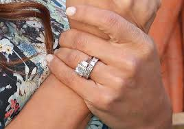 What Finger Does The Wedding Ring Go On by Nick Lachey Searches Through Garbage To Find Vanessa U0027s Wedding Ring