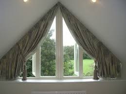 rideau pour fenetre chambre rideaux pour fenêtres triangulaires dans les chambres élégantes