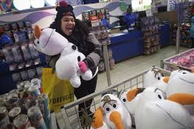 toys r us thanksgiving sale 2014 21 pictures of black friday shopping around the world