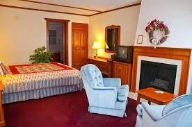 standard queen rooms bavarian inn lodge