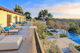 airbnb mansion los angeles drake s airbnb vacation mansion is giving us serious house envy photos