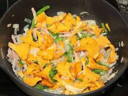 cuisiner des girolles fraiches recettes de girolles et pâtes
