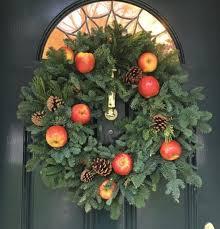 Christmas Wreath Decorating Ideas Photos by Holiday Wreath Ideas Indoor U0026 Outdoor Decorating New England Today