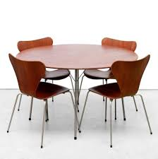 model 3600 table u0026 butterfly chairs dinner set by arne jacobsen