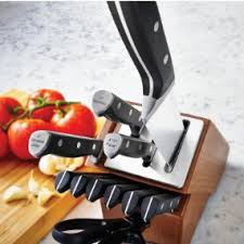 self sharpening kitchen knives calphalon classic self sharpening cutlery knife block set with