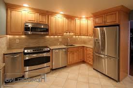 kitchen backsplash with oak cabinets kitchen backsplash oak cabinets therobotechpage
