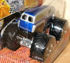grave digger legend monster truck it u0027s out and it u0027s awesome grave digger u0027the legend u0027 1 64