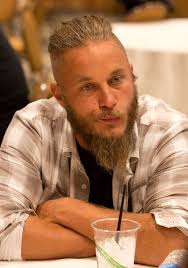 travis fimmel hair for vikings travis fimmel photos photos vikings at comic con zimbio