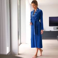 robe de chambre en velours blancheporte peignoir col châle velours brodé nuit