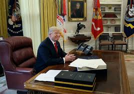 bureau president americain écourte ses journées de travail pour regarder la tv et tweeter