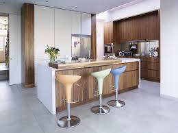 cuisine blanc laqué et bois cuisine moderne en bois blanc urbantrott com