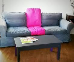 canape fushia un canape ikea ektorp customisé teint en fushia et gris dans le