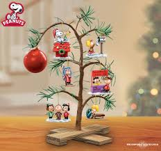 Snoopy Decorating Christmas Tree by 25 Best Charlie Brown Tree Ideas On Pinterest Charlie Brown