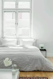 Light Grey Bedspread by Best 25 Grey And White Bedding Ideas On Pinterest Grey Bedrooms