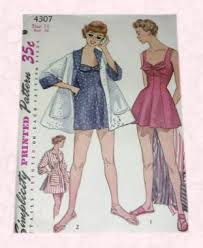 1950s swimwear pictures showing 1950s swimsuits fashion history