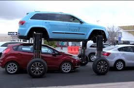 modified jeep 2017 whoa traffic is not a problem for this modified jeep grand cherokee
