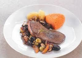 cuisiner le foie de veau recette de foie de veau à la sauce fruitée moelleux de carottes au