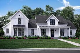 craftsman floor plan 4 bedrms 3 5 baths 2742 sq ft 142 1185 142 1185 front elevation of craftsman home theplancollection house plan 142 1185