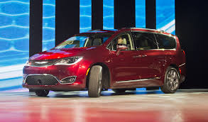 2017 minivan 2017 chrysler pacifica replaces town u0026 country minivan chicago