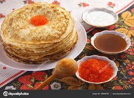 cuisine traditionnelle russe pile de crêpes sur plaque cuisine traditionnelle russe