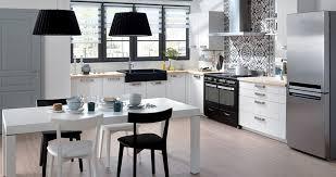 montage cuisine schmidt cuisine en bois un matériau plusieurs styles travaux com