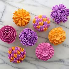 Cupcakes Design Ideas The 25 Best Cupcake Decorating Techniques Ideas On Pinterest