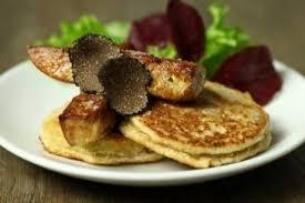 cuisiner truffe recette de blinis de topinambour à la truffe et foie gras poêlé