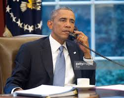 photos et images de president obama works in the oval office of
