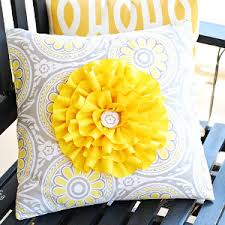 Free Sewing Patterns For Outdoor Furniture by Big And Bright Flower Pillow Flower Pillow Pillow Tutorial And