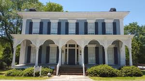 social circle old homes originally built as a federal style house it was remodeled in the 1890s and that s when the fancy porch latticework was added looking at the front