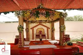 where can i find low cost high quality wedding decorations