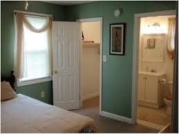 Closet Bathroom Ideas Master Bedroom Walk In Closet Bathroom Hungrylikekevin Com