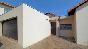 3 bedroom with 2 bathroom house for sale in olympus gauteng