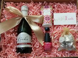 wedding gift experience ideas client guest welcome gifts create memorable experiences