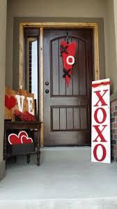 Valentine Front Door Decoration Ideas by Best 25 Valentines Day Decor Outdoor Ideas On Pinterest Diy