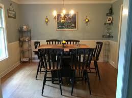 pittura sala da pranzo sala da pranzo con la tavola di altezza della barra e la pittura a