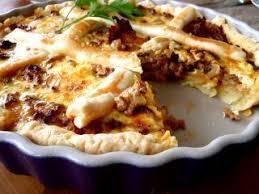 cuisiner des chanterelles tarte a la viande roquefort et chanterelles recette ptitchef