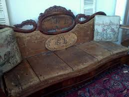 Tufted Vintage Sofa Best 25 Antique Sofa Ideas On Pinterest Antique Couch Lounge